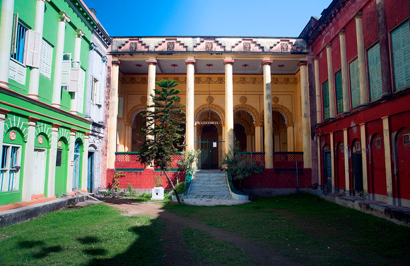 5. A rambling mansion in Chinsurah dating back to 1763 during the Dutch rule
