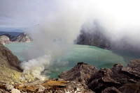 Kawah Ijen houses the largest acidic lake on Earth, a 1 km long crater lake rich in sulphur.